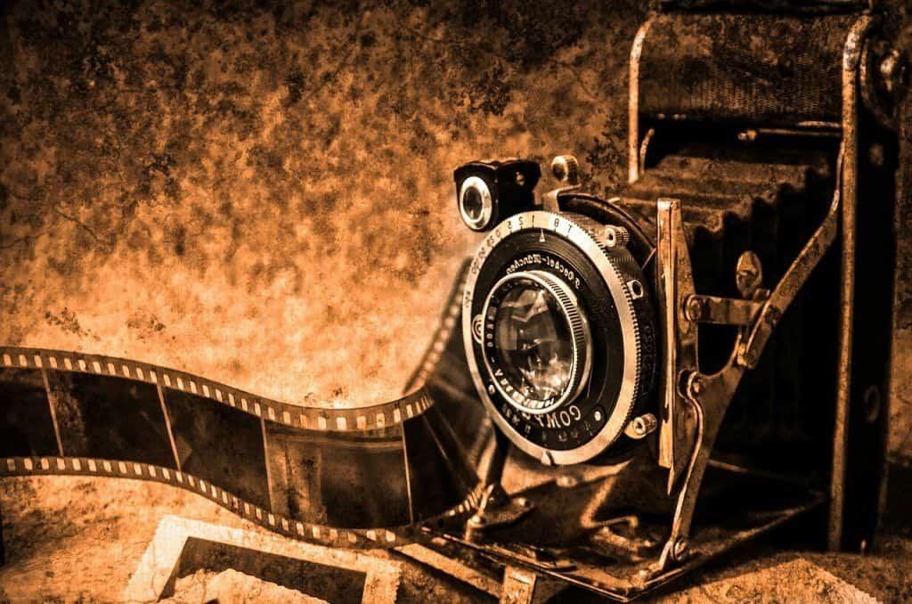 Instagram Stories vor 100 Jahren, alte Kamera mit Filmband